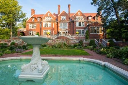 Glensheen Mansion backyard